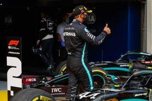 Lewis Hamilton, Mercedes-AMG Petronas F1, nel parc ferme