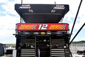 Ryan Blaney, Team Penske, Ford Mustang Advance Auto Parts pit stall