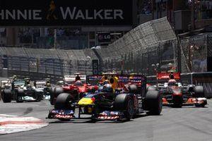Sebastian Vettel, Red Bull RB7 Renault, en tête au départ