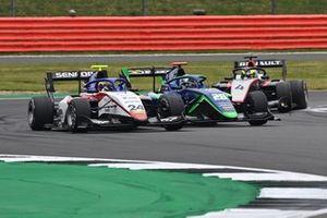 Igor Fraga, Charouz Racing System leads Cameron Das, Carlin