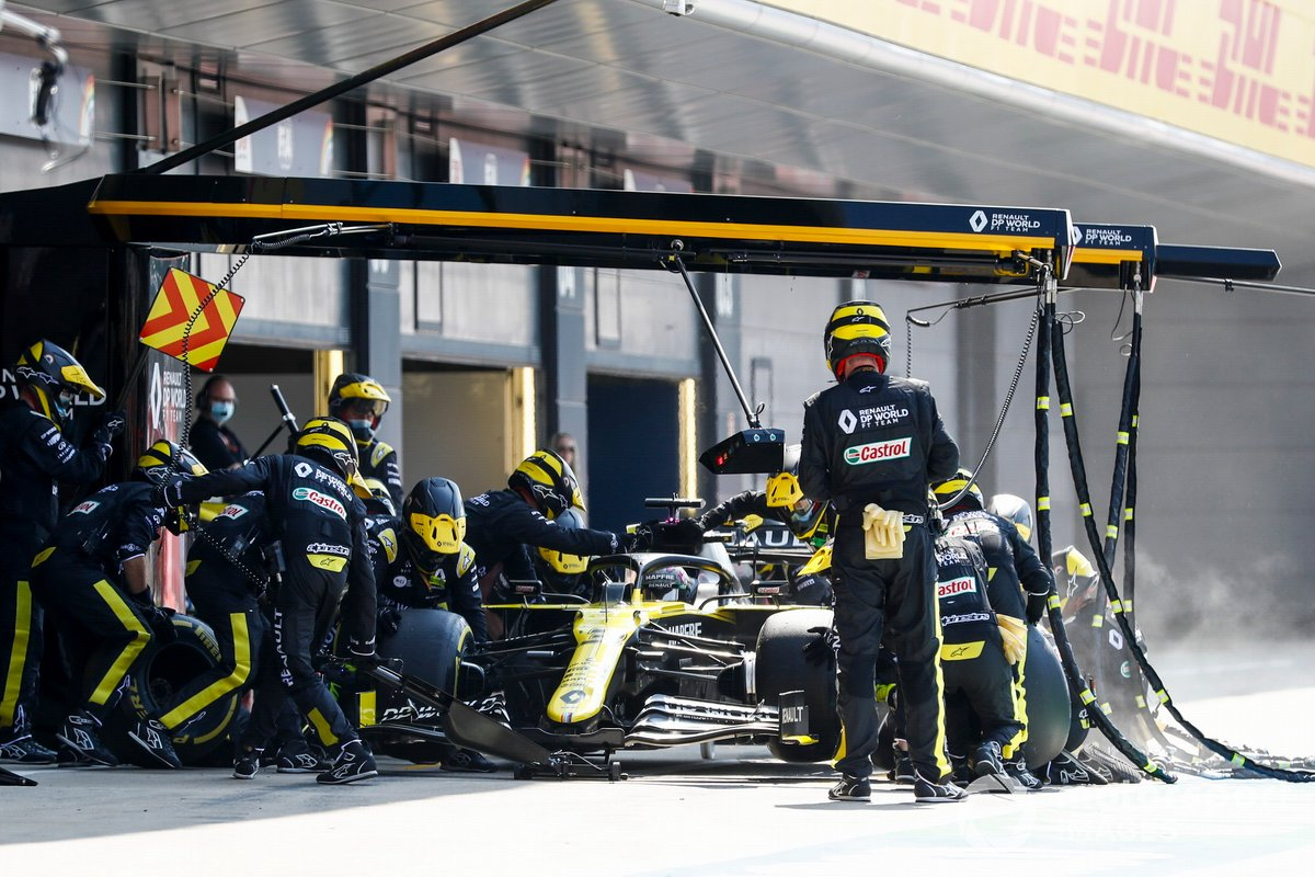 Daniel Ricciardo, Renault F1 Team R.S.20 pit stop