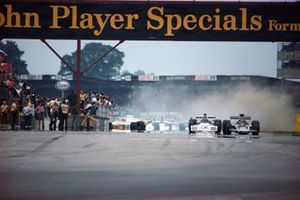 Pole sitter Ronnie Peterson, Lotus 72D Ford, Carlos Reutemann, Brabham BT42 Ford as Jody Scheckter, McLaren M23 Ford spins