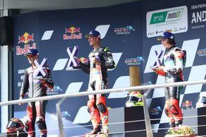 Podio: el ganador Dominique Aegerter, Dynavolt Intact GP, el segundo Jordi Torres, Pons Racing 40, y el tercero Mattia Casadei, Ongetta SIC58 Squadracorse