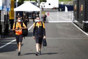Сотрудники команды McLaren