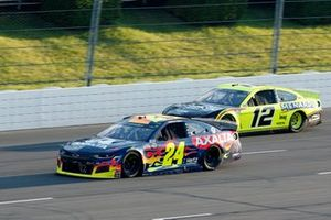 William Byron, Hendrick Motorsports, Chevrolet Camaro Axalta and Ryan Blaney, Team Penske, Ford Mustang Menards/Duracell