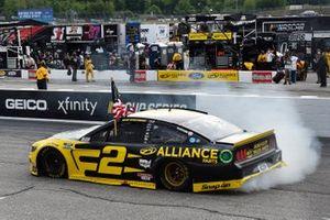 Brad Keselowski, Team Penske, Western Star/Alliance Parts Ford Mustang celeb rates his win