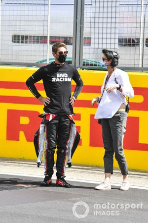 Romain Grosjean, Haas F1, on the grid in support of the End Racism campaign