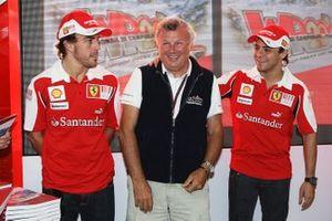 Fernando Alonso, Ferrari con Ercole Colombo, Fotografo, e Felipe Massa, Ferrari