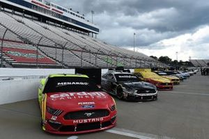 Ryan Blaney, Team Penske, Ford, Aric Almirola, Stewart-Haas Racing Ford