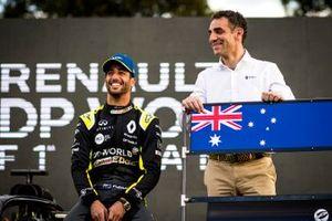 Daniel Ricciardo, Renault F1 with Cyril Abiteboul, Managing Director, Renault F1 Team