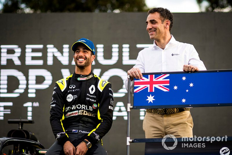 Daniel Ricciardo, Renault F1 con Cyril Abiteboul, Managing Director, Renault F1 Team