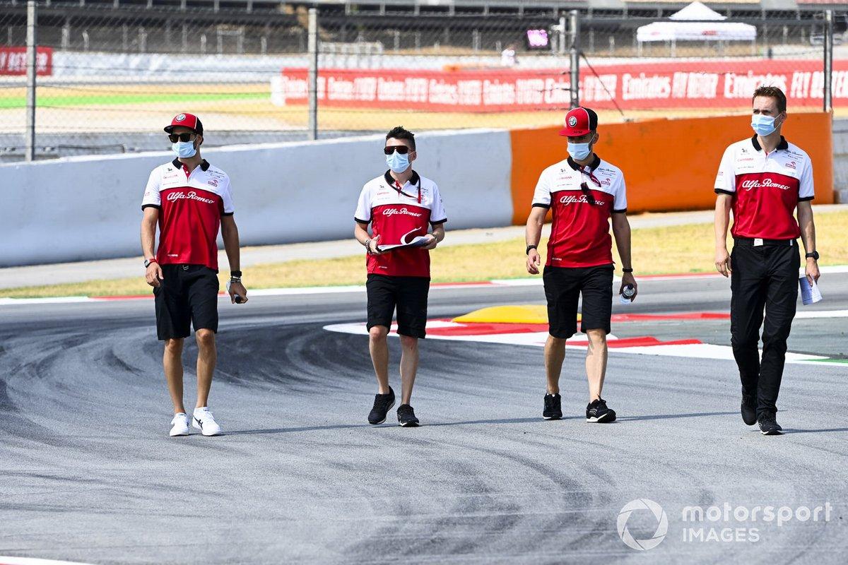 Antonio Giovinazzi, Alfa Romeo camina por la pista