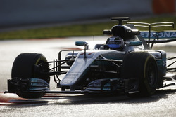 Valtteri Bottas, Mercedes AMG F1 W08, lifts a wheel over a kerb