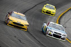 Matt DiBenedetto, Go Fas Racing Ford en Michael McDowell, Leavine Family Racing Chevrolet