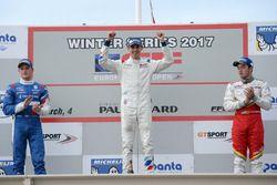 Podio Gara 2: il vincitore della gara Harrison Scott, RP Motorsport; il secondo classificato Nikita Troitskiy, Drivex; il terzo classificato Thiago Vivacqua, Campos Racing