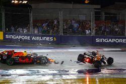 Startcrash: Max Verstappen, Red Bull Racing RB13, Kimi Raikkonen, Ferrari, Fernando Alonso, McLaren