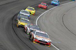 Clint Bowyer, Stewart-Haas Racing Ford, Ryan Newman, Richard Childress Racing Chevrolet