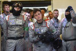 Reacción de los miembros del equipo Porsche a la retirada del #1