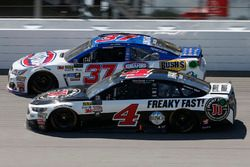 Kevin Harvick, Stewart-Haas Racing Ford Chris Buescher, JTG Daugherty Racing Chevrolet