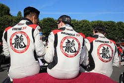 Гонщики DC Racing Дэвид Чен, Алекс Брандл и Тристан Гомменди