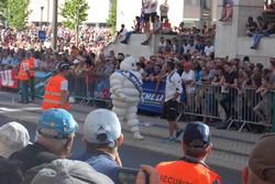 Boneco da Michelin também fez a festa do público presente