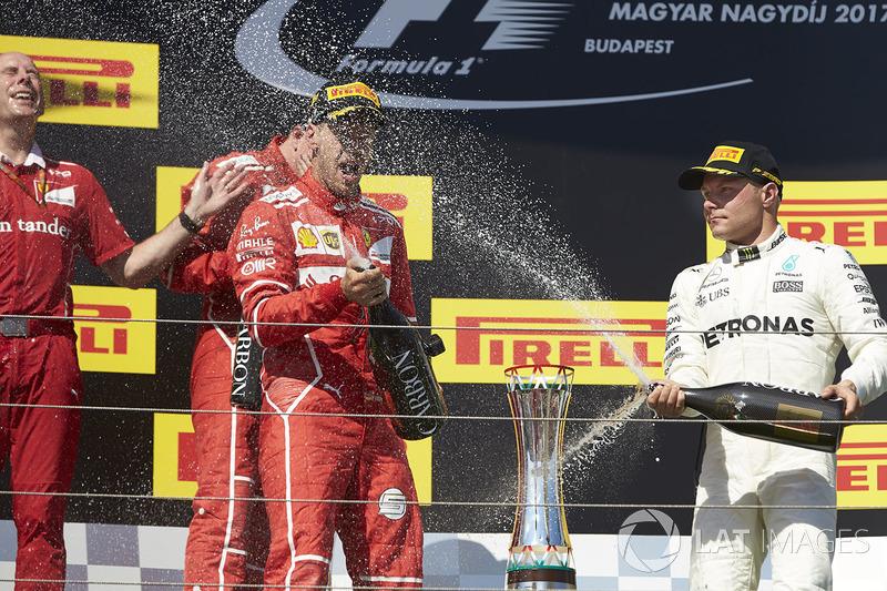 Podio: ganador de la carrera Sebastian Vettel, Ferrari, Kimi Raikkonen, Ferrari, el segundo lugar y tercer lugar Valtteri Bottas, Mercedes AMG F1