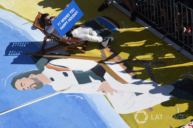 Fernando Alonso, McLaren on a deck chair in parc ferme