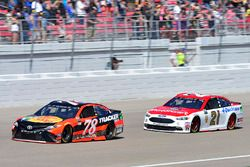 Martin Truex Jr., Furniture Row Racing Toyota, Ryan Blaney, Wood Brothers Racing Ford