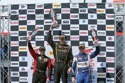 Podio: ganador de la carrera Andrew Aquilante, Phoenix Performance, segundo lugar Jade Buford, Racer