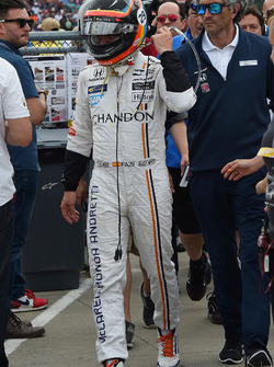 Fernando Alonso, Andretti Autosport Honda walks back to the pits after retiring from the race