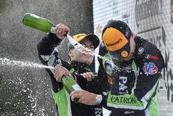 Podio: ganadores Pipo Derani, Johannes van Overbeek, Tequila Patron ESM