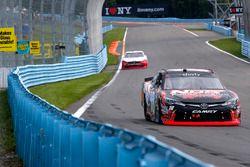 Kyle Busch, Joe Gibbs Racing Toyota, Brad Keselowski, Team Penske Ford