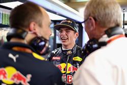 Max Verstappen, Red Bull Racing avec le Dr Helmut Marko, consultant Red Bull Motorsport
