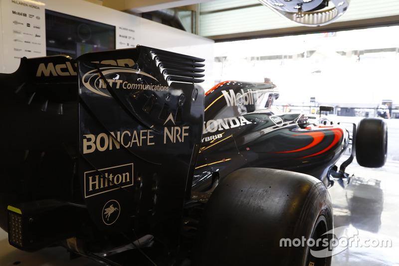 McLaren MP4-31 Honda en el garaje