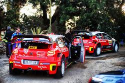 Les voitures de Khalid Al-Qassimi, Chis Patterson, Citroën C3 WRC, Citroën World Rally Team, et Stéphane Lefebvre, Gabin Moreau, Citroën C3 WRC, Citroën World Rally Team