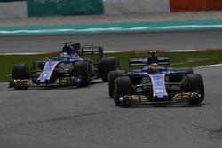 Pascal Wehrlein, Sauber C36 devant Marcus Ericsson, Sauber C36