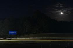 Luna e scie di luce