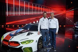 Martin Tomczyk et Jens Marquardt, directeur de BMW Motorsport, avec la BMW M8 GTE