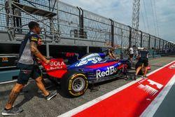 Scuderia Toro Rosso mechanics, Scuderia Toro Rosso STR12 in pit lane