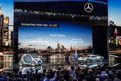 Dr. Dieter Zetsche, Direktör, Daimler AG ve Mercedes-AMG Project ONE lansman aracı ve Smart vision E