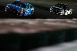 Darrell Wallace Jr., Richard Petty Motorsports Ford, Jamie McMurray, Chip Ganassi Racing Chevrolet