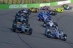 J.R. Hildebrand, Ed Carpenter Racing Chevrolet and polesitter Will Power, Team Penske Chevrolet lead