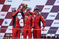 Alex Riberas, Michele Beretta y Rino Mastronardi en el podio de Sepang