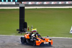 Ganador de la carrera Juan Pablo Montoya, KTM X-Bow Comp R