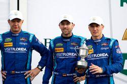 Podium: les troisièmes #90 VisitFlorida.com Racing Multimatic Riley LMP2: Marc Goossens, Renger van der Zande, René Rast