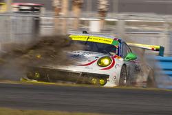 Unfall: #59 Manthey Racing, Porsche 911 GT3 R: Nils Reimer, Reinhold Renger, Harald Proczyk, Steve Smith