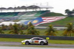 #911 Manthey Racing Porsche 911 GT3 R: Earl Bamber, Nick Tandy, Patrick Pilet