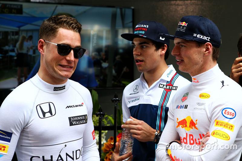 Stoffel Vandoorne, McLaren con Max Verstappen, Red Bull Racing