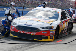 Clint Bowyer, Stewart-Haas Racing Ford pit stop