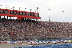 Start: Kyle Larson, Chip Ganassi Racing Chevrolet leads